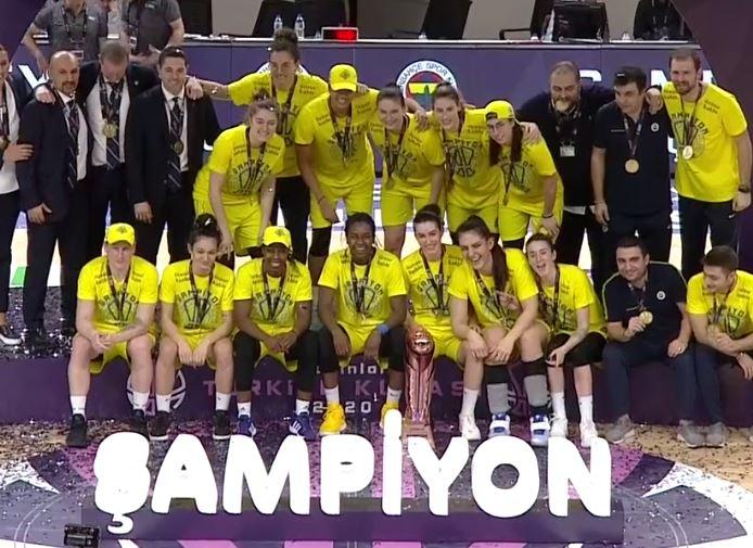 Kadınlar Türkiye Kupası şampiyonu Fenerbahçe Öznur Kablo