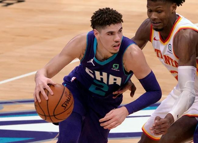 Lamelo Ball - Charlotte Hornets NBA en genç triple-double