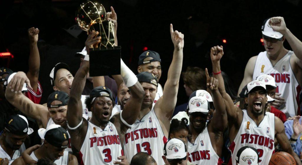 2004 NBA şampiyonu Detroit Pistons ve Mehmet Okur